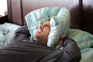 przyczyny bezdechu sennego